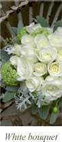 結婚式場のホワイトウエディングブーケ